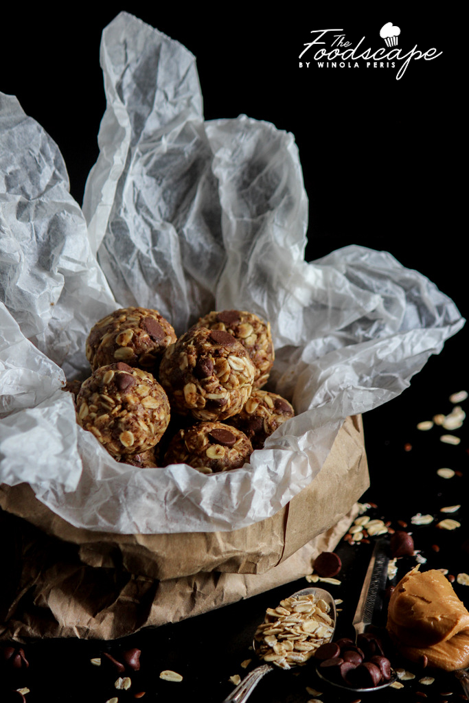 No Bake, Gluten Free, Refined Sugar Free 10 Minute Peanut Butter Bliss Balls that double as a energy bites, snack-time treats and healthy desserts!
