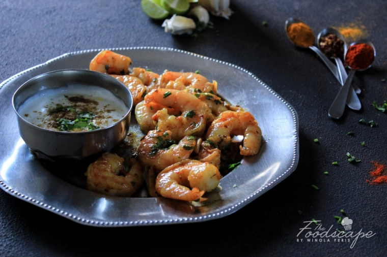 10 Minute Chilli Garlic Prawns - hot, spicy, pink, perfectly cooked, fleshy prawns cooked from start to finish in 10 minutes. An ideal appetizer, main course or side dish. Quick & Easy Weeknight Dinner Recipes