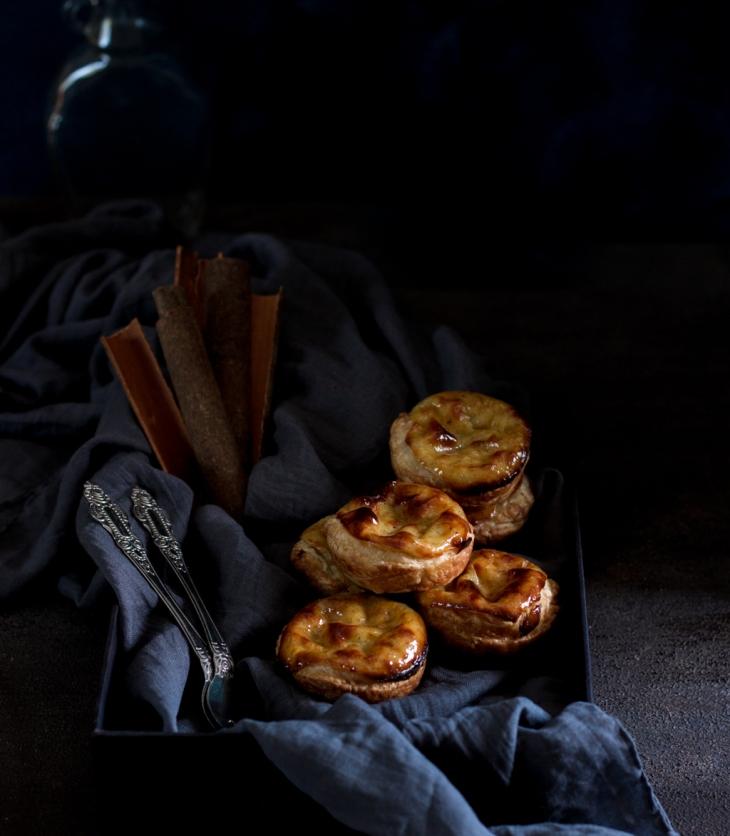 Easy homemade Portuguese Custard Tarts Recipe. Pasteis De Nata Recipe. Homemade Pastel de Nata Recipe. Portuguese Egg Tarts Recipe. Custard Tarts Recipe. Egg Custard Tarts Recipe. Egg Tarts Recipe. Puff Pastry Tarts Recipe. Dessert Recipes. Food Photography. #dessert #recipe #foodphotography #dessertrecipes #portugal