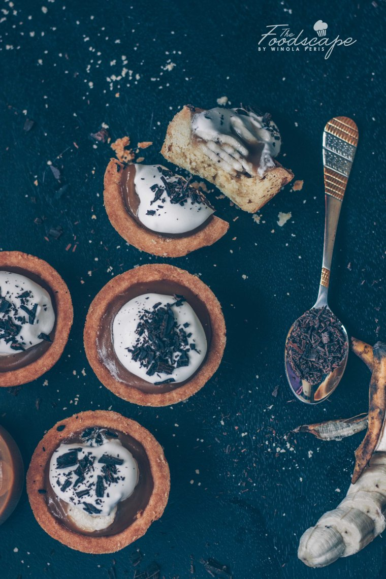 Vegan Banoffee Pies Recipe. Mini Banoffee Pie recipe. Banoffee Pies Recipe. Vegan PIe Crust Recipe. Vegan Toffee Sauce Recipe. Vegan Whipped Cream Recipe. Toffee Sauce Recipe. Pie Crust Recipe. Banoffee Pie Recipe. Banana Pie Recipe. #food #recipe #dessert #dessertrecipes #banoffee #pie #vegan