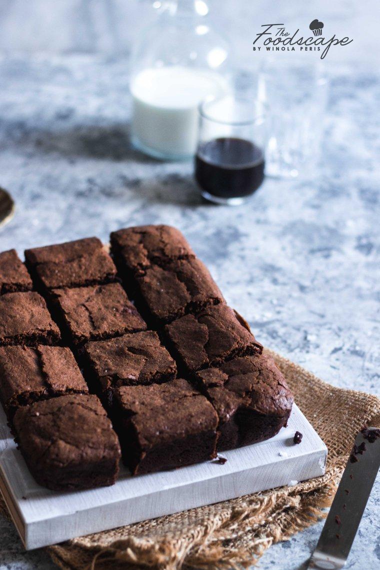 Fudgy Goooey Brownies. Dark Chocolate Brownies. Gooey Brownies Recipe. The Best Ever Brownies Recipe. The Fudgiest Brownies Recipe. Classic Chocoalte Brownies Recipe. Chocolate Brownies Recipe. Food Photography. #food #recipe #foodphotography #brownies #dessert #dessertrecipes #chocolate