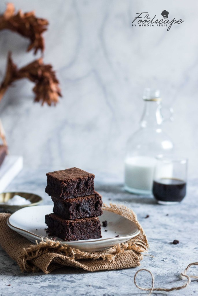 Fudgy Goooey Brownies. Dark Chocolate Brownies. Gooey Brownies Recipe. The Best Ever Brownies Recipe. The Fudgiest Brownies Recipe. Classic Chocoalte Brownies Recipe. Chocolate Brownies Recipe. Food Photography. #food #recipe #foodphotography #brownies #dessert #dessertrecipes #chocolate