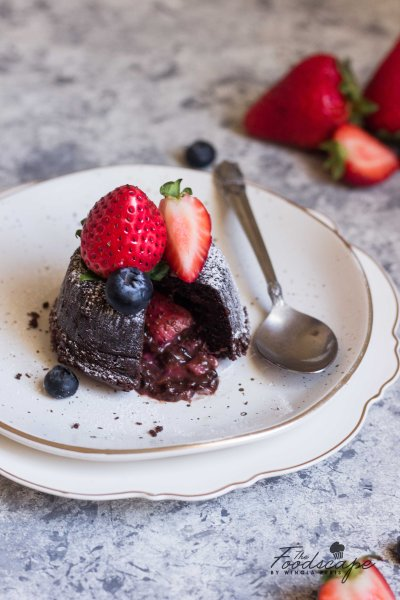 Molten Berry Lava Cake, Molten Chocolate Lava Cake, Molten Lava Cake, Chocolate Fondant, Chocolate Berry Lava Cake, Molten Cake, #chocolate #lavacake #moltencake #blueberry #strawberry