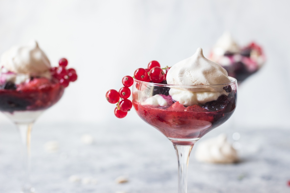 Berry Eton Mess, Eton Mess, Eton Mess Recipe, Berry Coulis, Berry Sauce, Strawberry, Raspberry, Blackberry, Blueberry, Meringue, Meringue Cookies, Pavlova, Food Photograhy #food #recipe #dessert #sweet